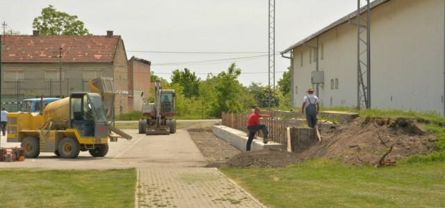 U toku su radovi na rekonstrukciji betonskih tribina na rukometnom terenu kod Kulturnog centra u Inđiji. Prema rečima nadležnih iz Direkcije za izgradnju za pomenute radove obezbeđena su sredstva iz […]