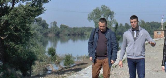 Danas u Sremskoj Mitrovici godišnjica velikih poplava, koje su pritisle i zahvatile sremsku prestonicu tačno pre 2 godine. Prošle godine postavljena je tabla na stubu pešačkog mosta koja svedoči o […]