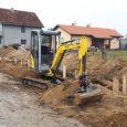 """JP """"Vodovod"""" izvodi radove na izgradnji kanalizacione mreže u dužini od 45 metara, u ulici Miloša Crnjanskog u Rumi. Završetak radova se očekuje u roku od 7 dana. Ekipe rumskog […]"""