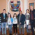 Predsednik Opštine Ruma Slađan Mančić ugostio je danas u Gradskoj kući četvoro mladih sportista iz Rume koji su nedavno ostvarili odlične rezulttate na evropskim i svetskim takmičenjima. Gosti predsednika Mančića […]
