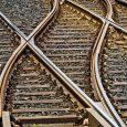 Zbog rekonstrukcije i izgradnje pruge Beograd – Budimpešta postavljeni su saobraćajni znakovi o predviđenim zaobilaznim putnim pravcima za saobraćaj i zatvaranju pružnog prelaza Stara Pazova – Golubinci. Kako su istakli […]