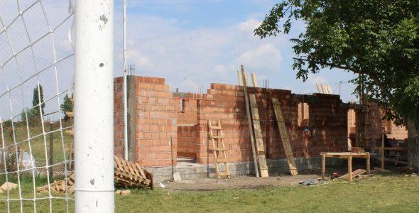 Predsednik Opštine Ruma Slađan Mančić, juče je obišao radove na izgradnji svlačionica na fudbalskom igralištu u Buđanovcima, koje Opština Ruma finansira sa 4,6 miliona dinara(bez PDV-a). Zajednički tender za unapređenje […]